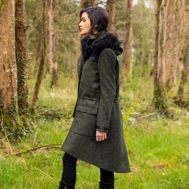 Tweed parka with faux fur trimmed hood (€ 490)