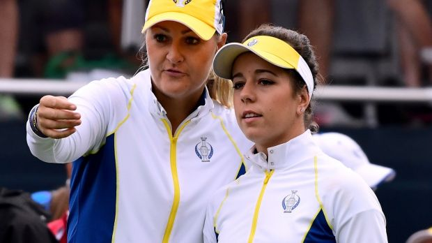 Georgia Hall speaks to Anna Nordqvist during the 2017 Solheim Cup.  Photo: Harry How / Getty Images