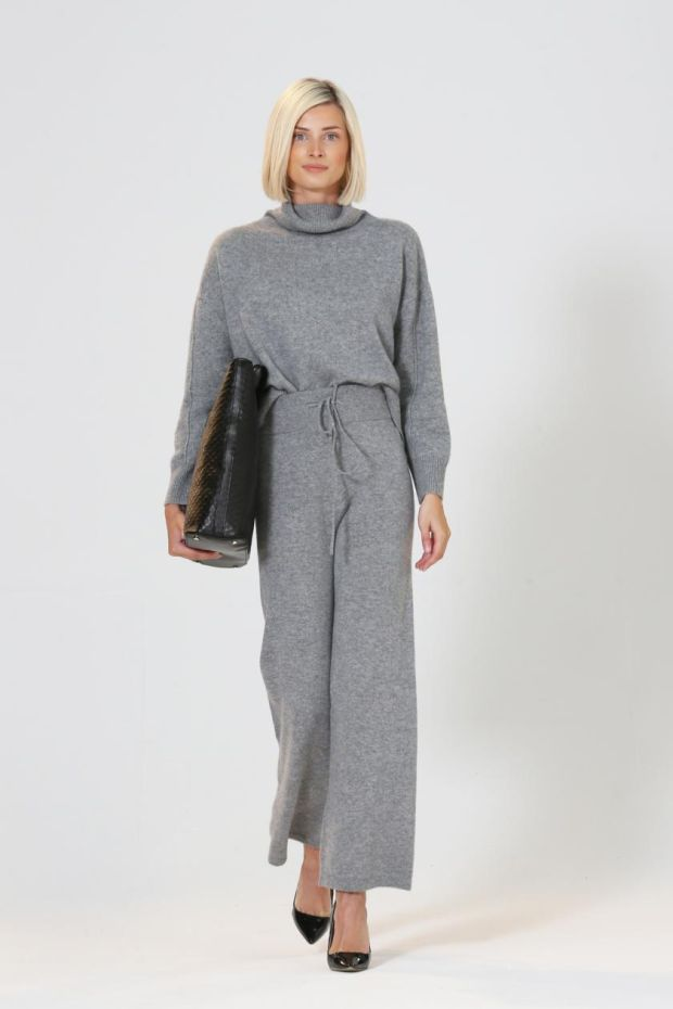 Grey cashmere sweater (€259), lounge pants (€229), tote (€349), from Theo+George