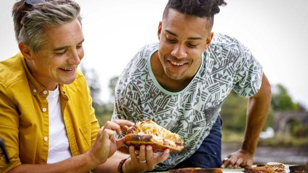 Donal Skehan y Nico Reynolds van en busca de la mejor tostada de queso