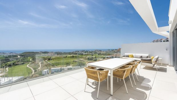 Mejas: Estos apartamentos de dos dormitorios ofrecen vistas al campo de golf de 18 hoyos para-72 Kalanova.